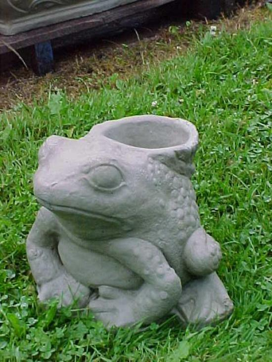 Frog Planter Piped 13