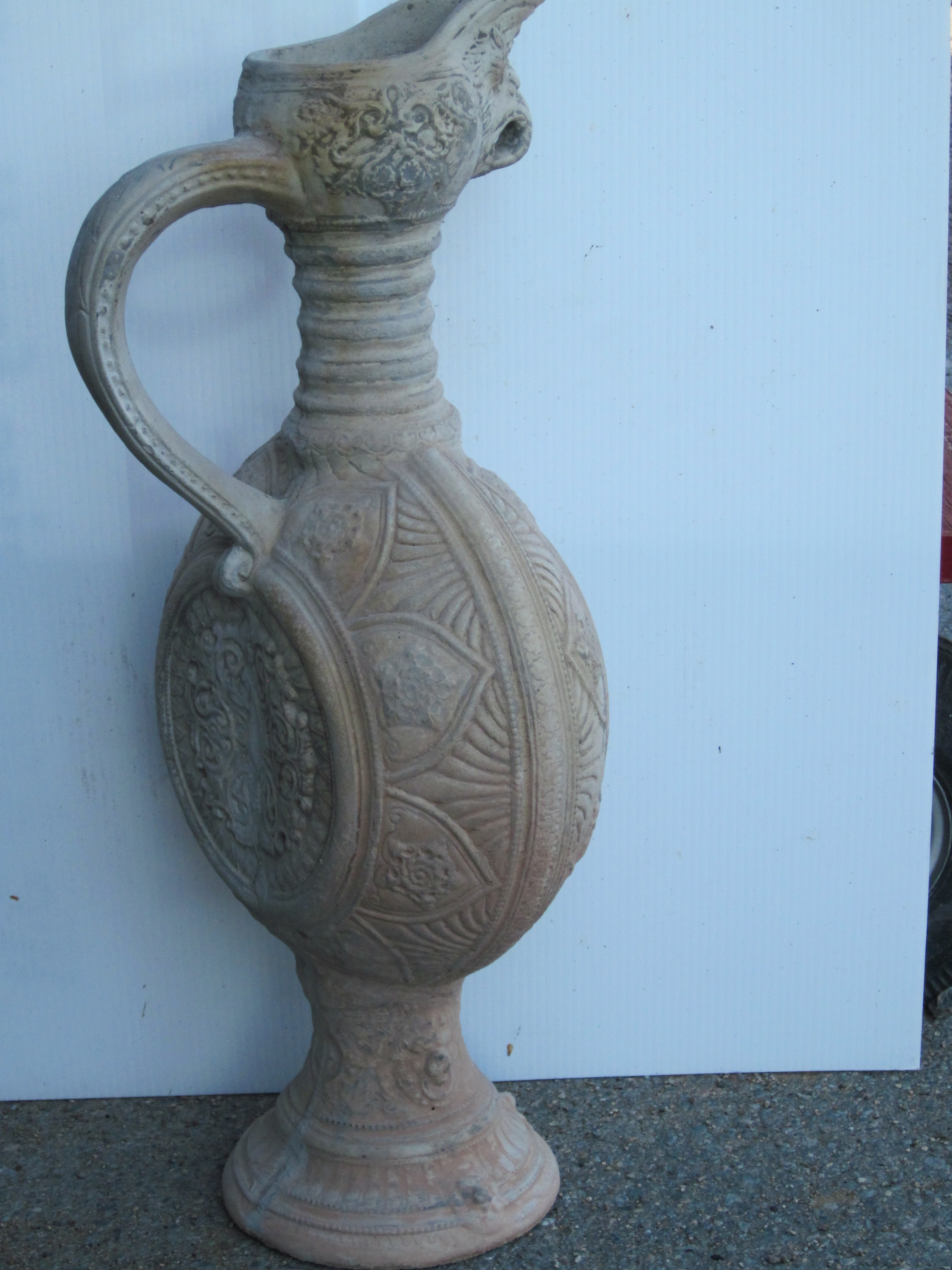 Urn with handle 26